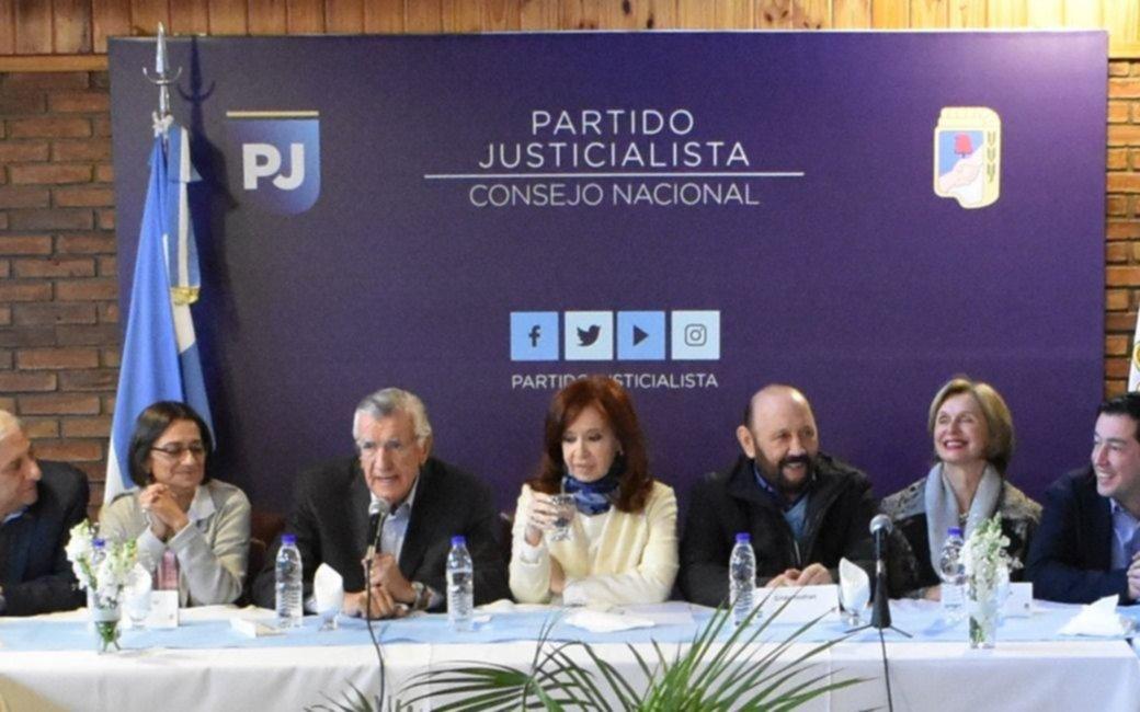 """Cristina en la cumbre del PJ: no definieron candidaturas y pidieron armar """"un frente opositor"""""""