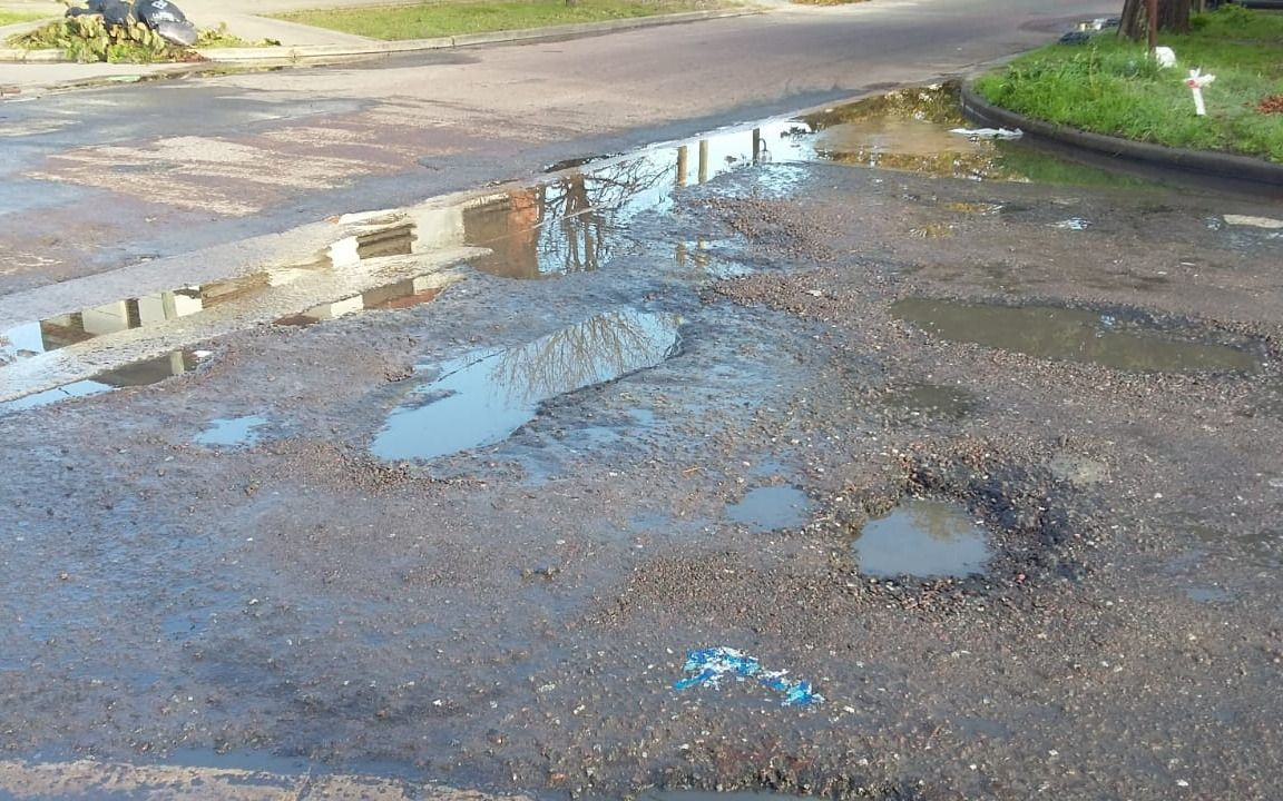 Aseguran que una pérdida de agua detonó el asfalto en 63 y 141