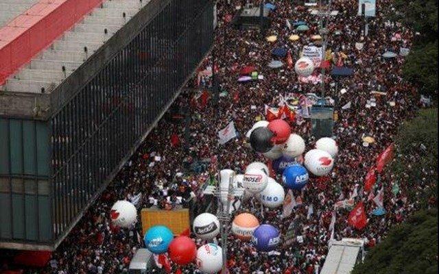 """Brasil: los docentes pararon y Bolsonaro los llamó """"idiotas"""""""