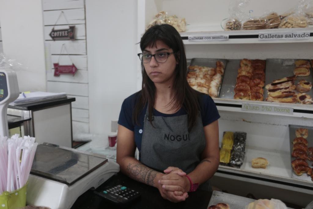 Amenazaron con balear a la empleada y robaron plata en una panadería