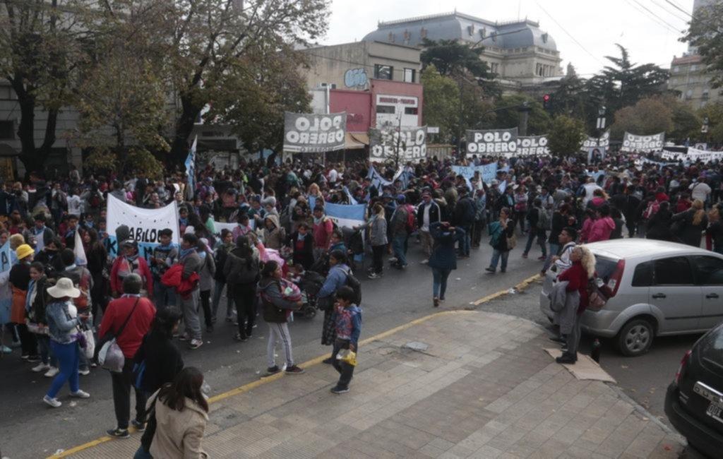 Jornada caótica en el centro y la zona de la estación por una masiva protesta