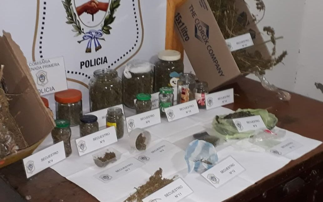 Ensenada: detienen a cuatro personas y les secuestran marihuana fraccionada en frascos