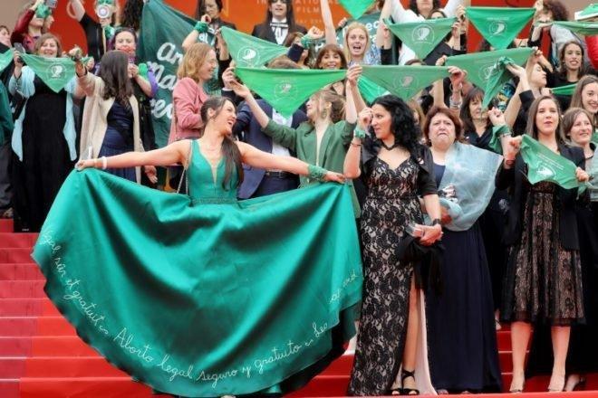 El reclamo por el aborto legal llegó a la alfombra roja del festival de Cannes