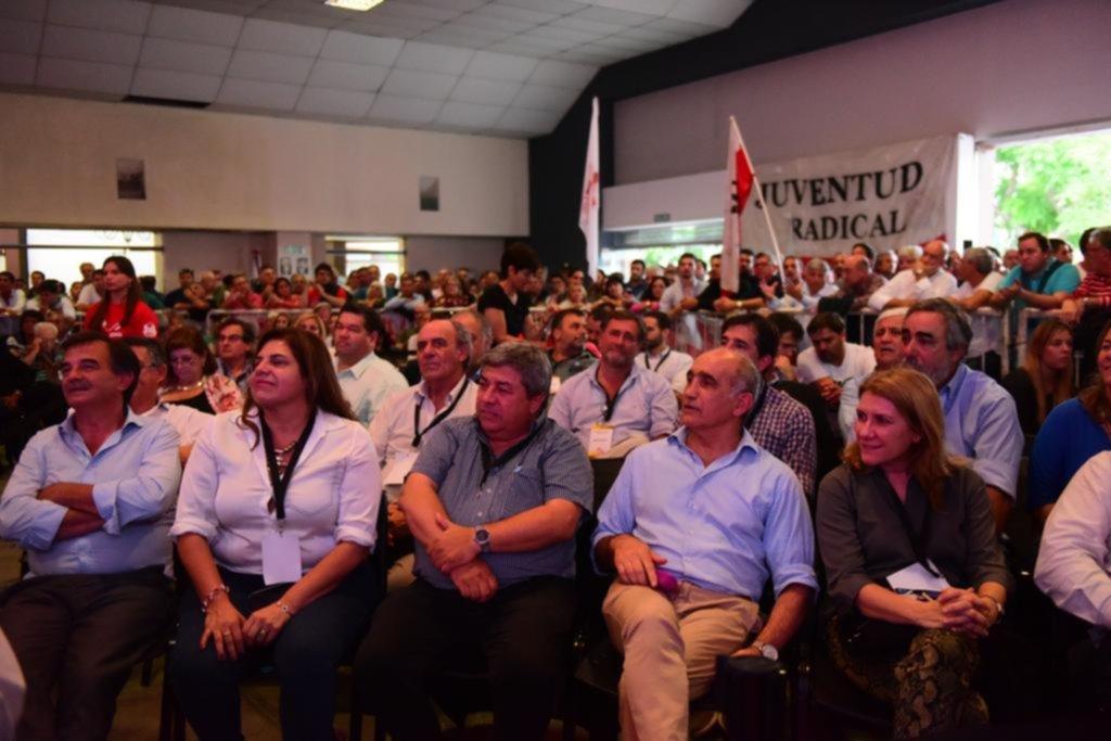 Con algunas voces críticas, la UCR de la Provincia votó seguir en Cambiemos