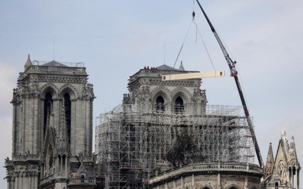 Debaten el material a utilizar para restaurar la catedral de Notre Dame