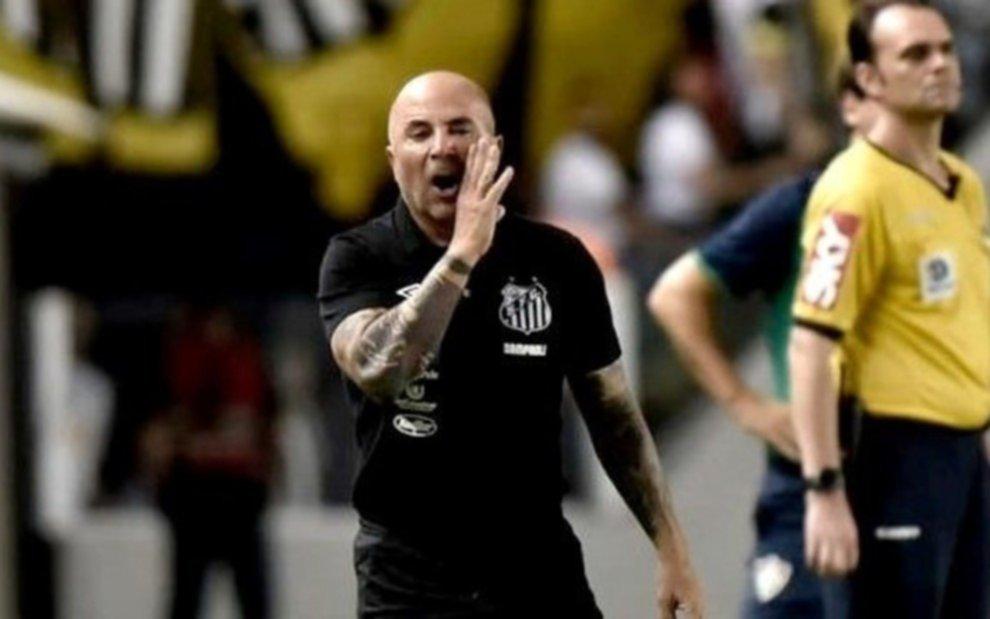 A Jorge Sampaoli se le empezaron a complicar las cosas en Brasil