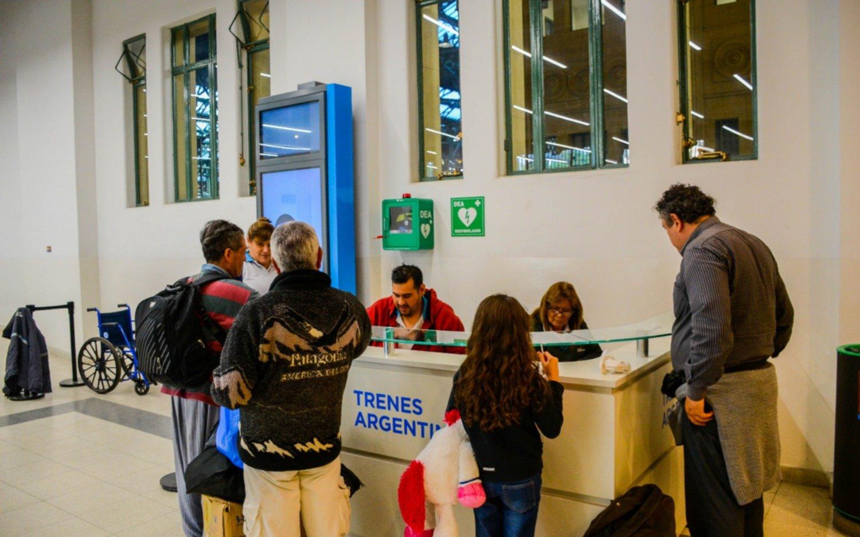 Instalarán 90 desfibriladores en toda la red de Trenes Argentinos