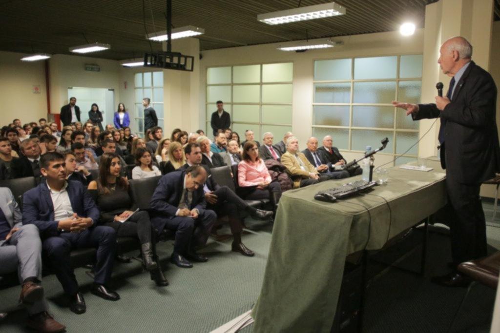 """Lavagna se anticipó a la """"cumbre"""" del PJ federal y ratificó su postulación a la Rosada"""