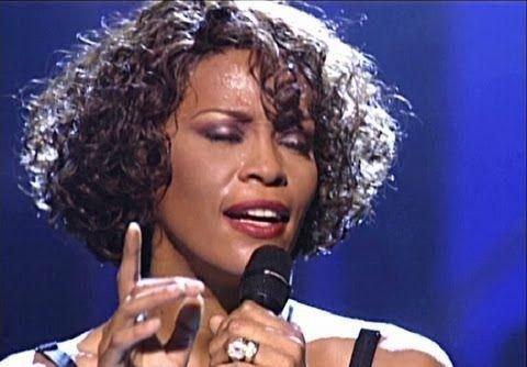 Whitney Houston podría volver a las bateas, y al escenario como holograma