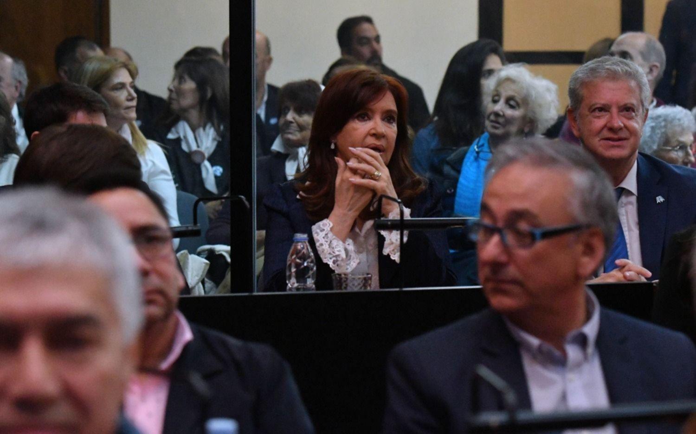 ¿Cómo y cuándo continúa el juicio por corrupción en el que se acusa a Cristina Kirchner?