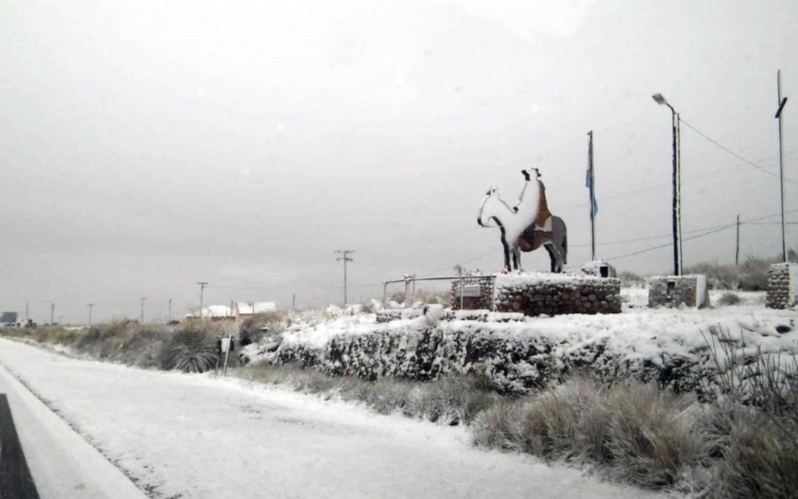 Permanece cerrado el camino de las Altas Cumbres por las nevadas