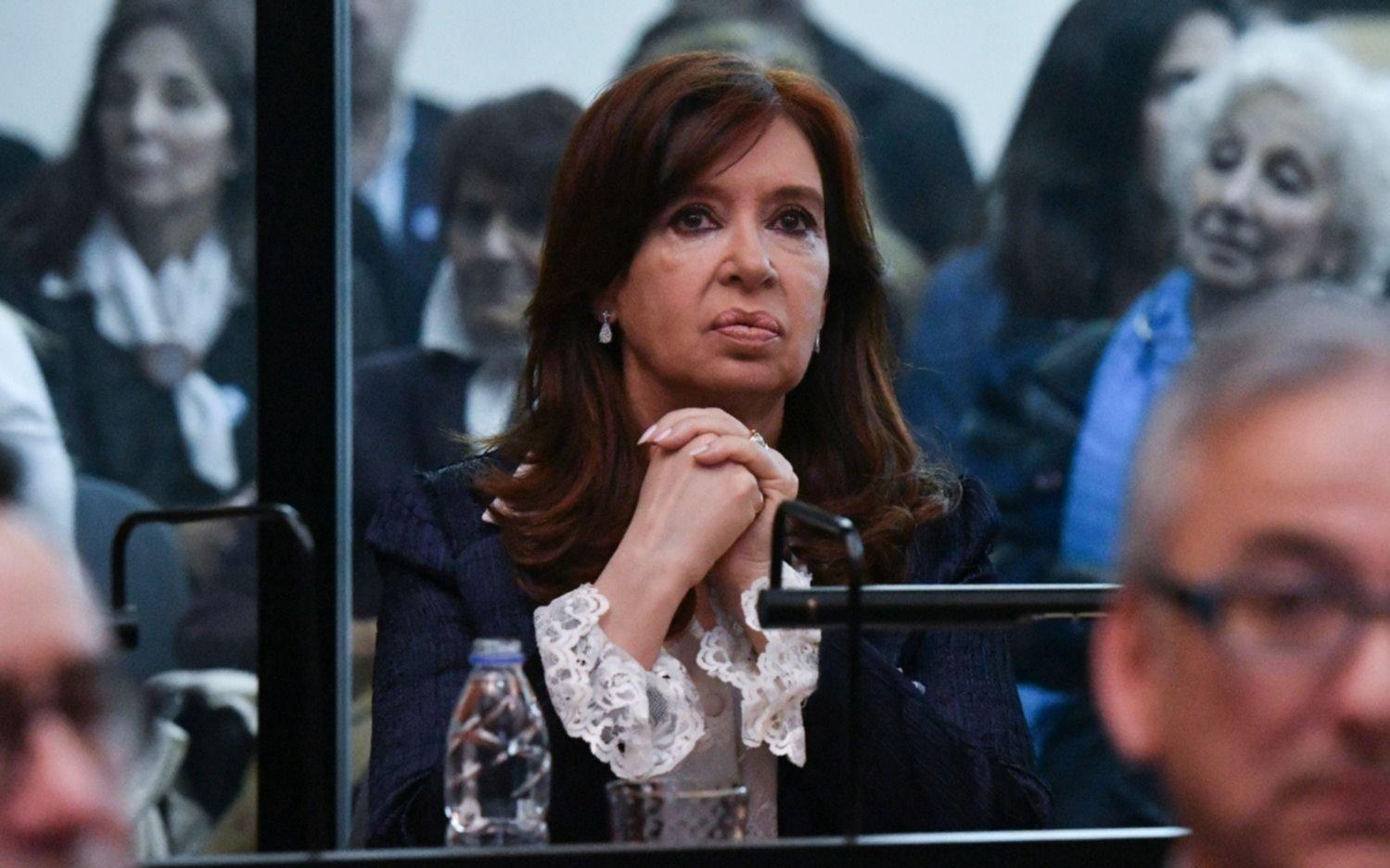 Cristina Kichner podrá faltar a las audiencias del juicio sólo si se superponen con su labor parlamentaria