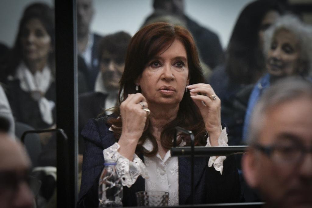 Autorizan a Cristina Kirchner a no concurrir al juicio por la causa de Vialidad