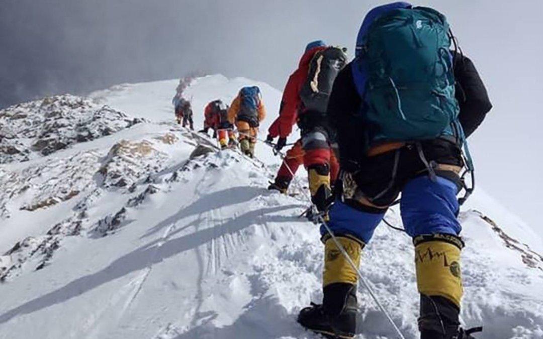 Murió un montañista en el Everest y la cifra de víctimas en lo que va de 2019 se elevó a 10