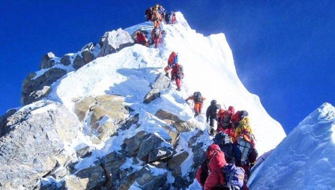 Se registraron tres nuevas muertes en el Everest y ya son diez en toda la temporada