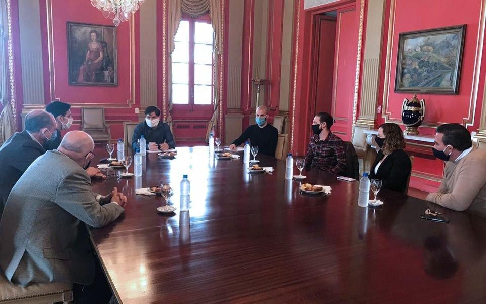Los dueños de la confitería París se reunieron con Kicillof