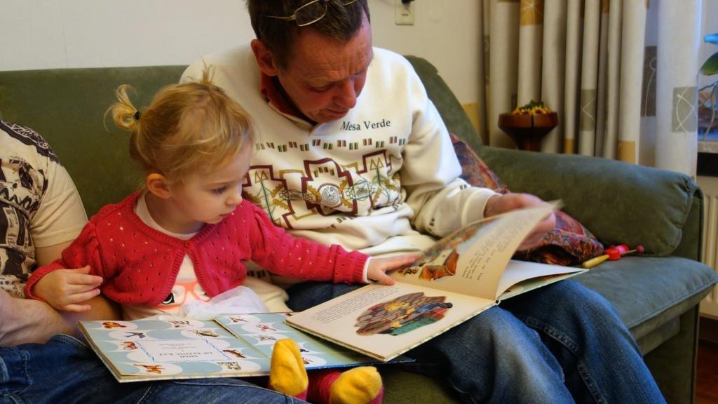 El poder de los libros: leer en voz alta atrapa a los niños