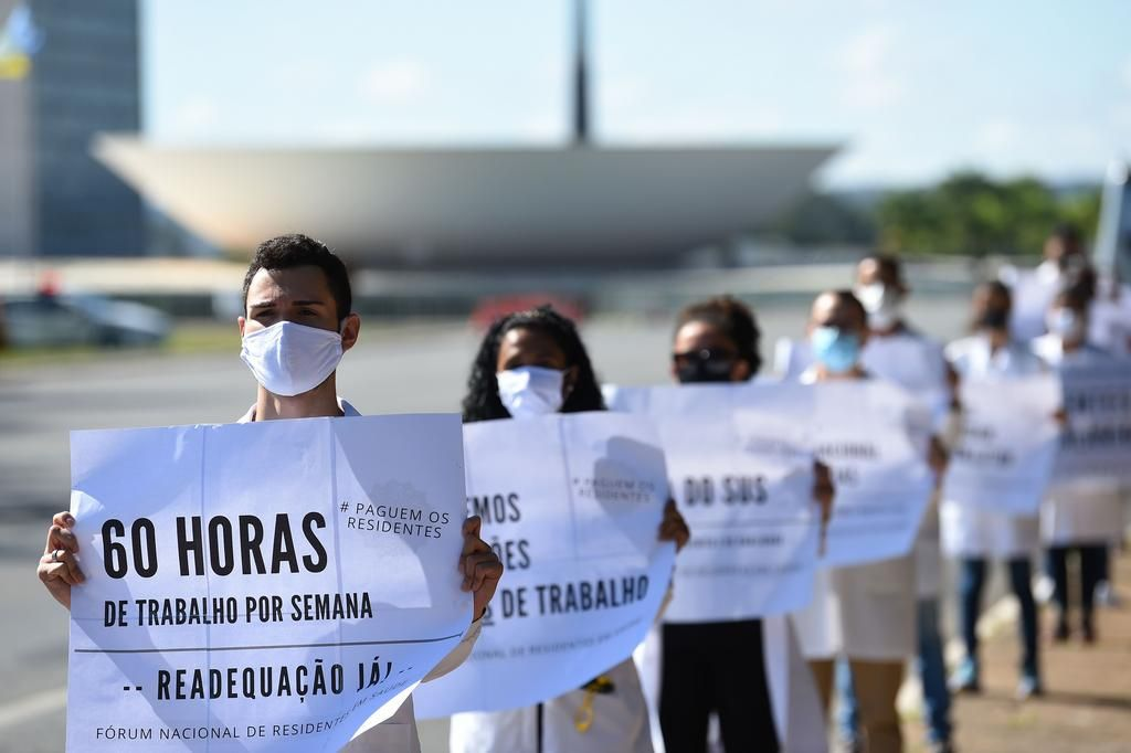 Bolsonaro congela el salario de los estatales hasta 2022