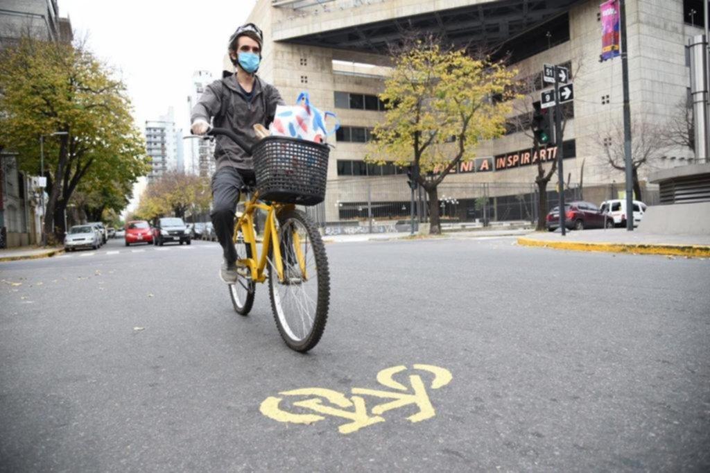 Un poco permitido y otro tanto no: bicis, patines y runners por la Ciudad