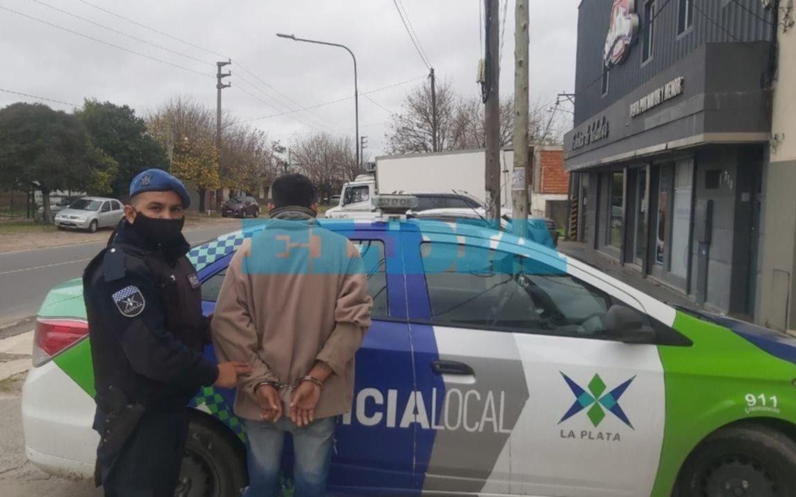 Detienen a un hombre acusado de golpear a su pareja en barrio Las Malvinas
