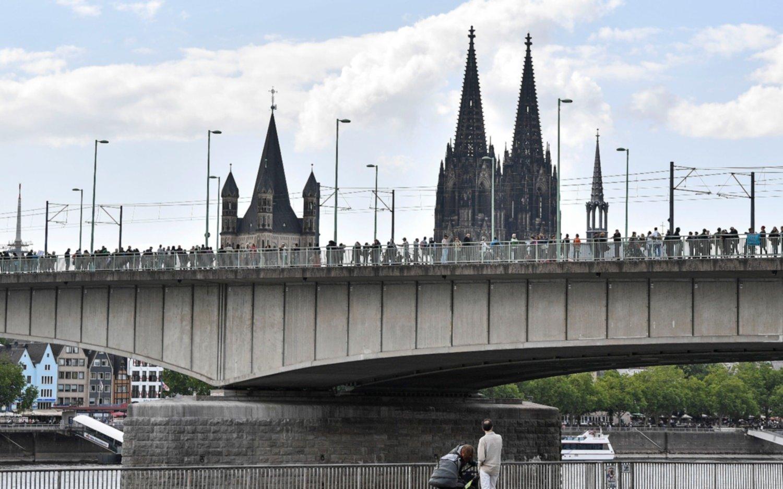 En Alemania ponen en duda el desconfinamiento por brotes de Covid-19en restaurante e iglesia