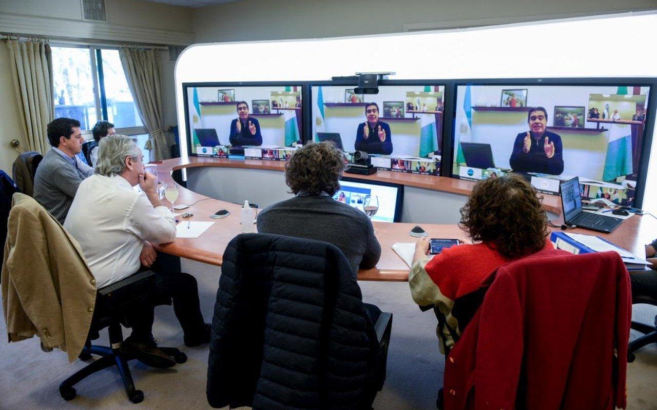 Por teleconferencia, el presidente adelantó agobernadores algunas medidas que anunciará esta tarde