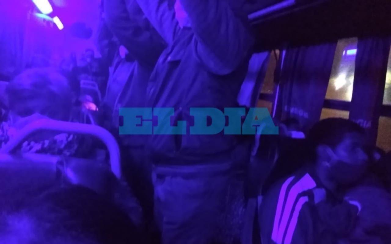 Viaja de La Plata a Lomas de Zamora y denunció que en el micro están uno al lado del otro