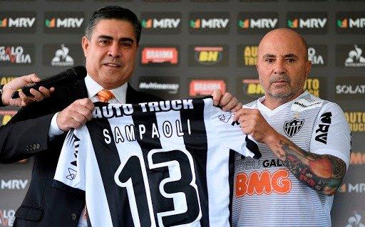 En Mineiro el único que cobra es Sampaoli y ya hay lío