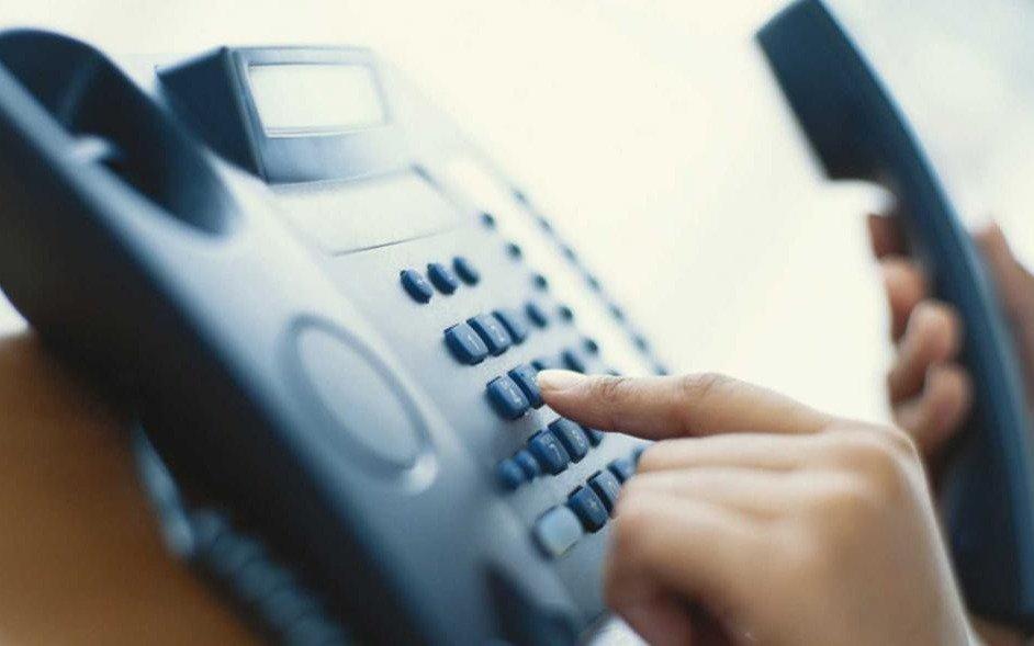 Tiene 100 años y está incomunicado por un problema en la red de telefonía