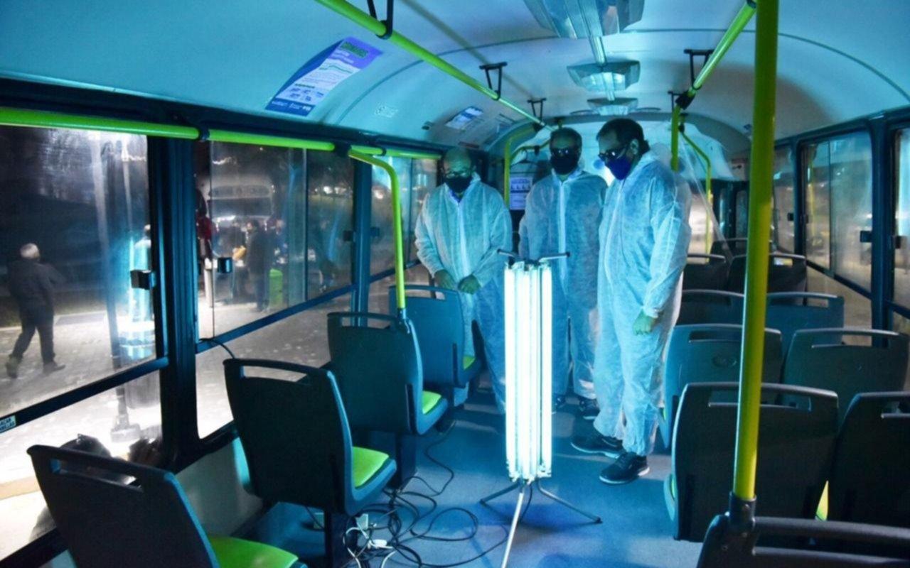 Lanzaron el sistema de luz ultravioleta para eliminar el COVID-19 en micros de La Plata