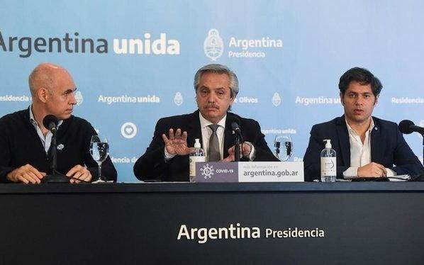 Reproches en el Gobierno por las filminas que llevaron a equivocarse a Alberto Fernández