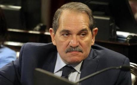 El senador Alperovich, acusado de abuso, pidió extender su licencia por noventa días