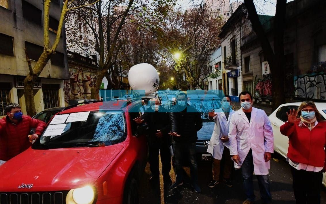 Trabajadores de la salud salieron a la calle para reclamar mayores medidas de prevención