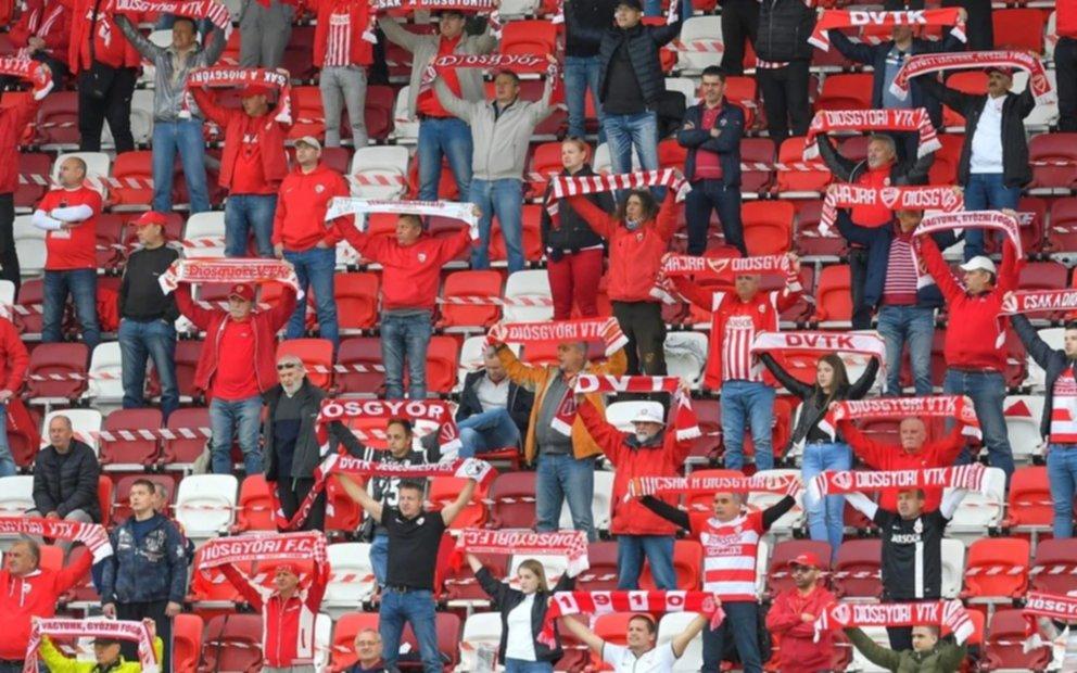 En Hungría volvió el público a los estadios