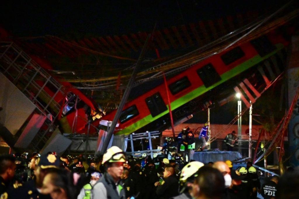 Al menos 24 muertos al colapsar un puente en el metro en México