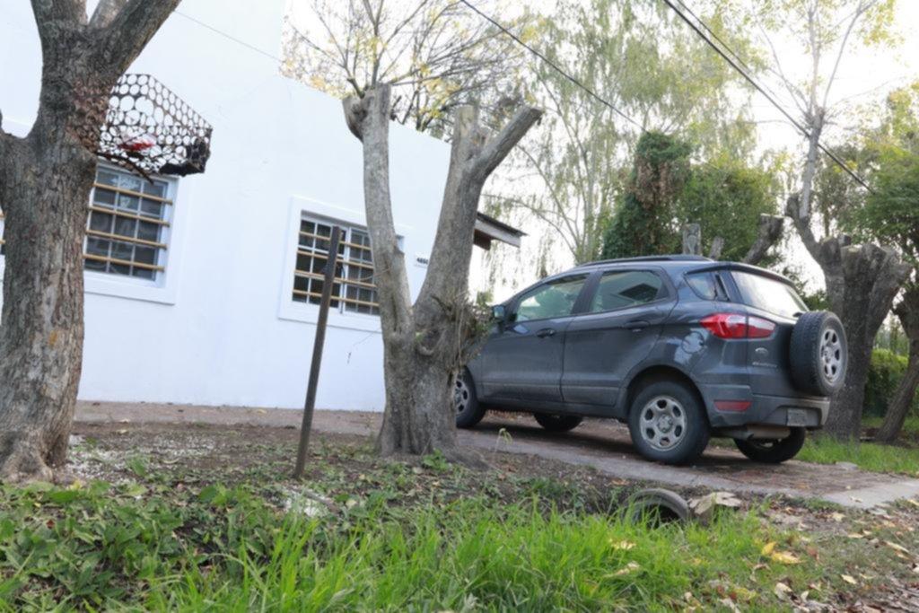 Tres encapuchados redujeron a una familia y la mantuvieron encerrada en su casa de Gorina