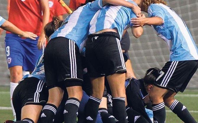 Escándalo en el fútbol femenino: jugadoras denuncian a entrenador de AFA por acoso sexual