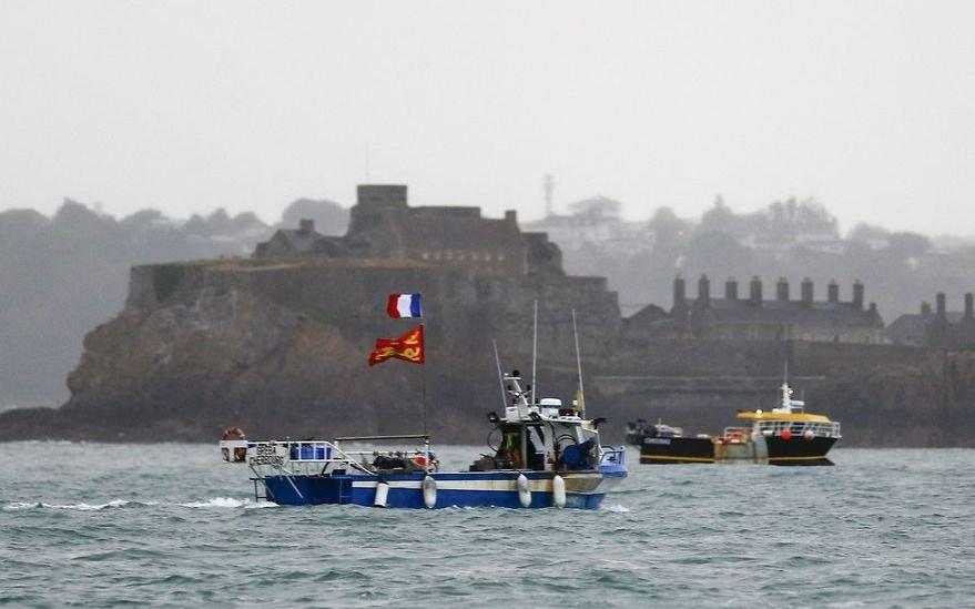 Jersey, la isla que tiene en vilo a Europa: Reino Unido y Francia desplegaron buques militares