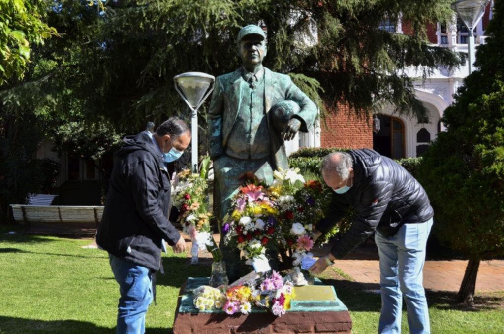Dirigentes, socios y ex jugadores de Ferro le rindieron homenaje al Viejo Maestro