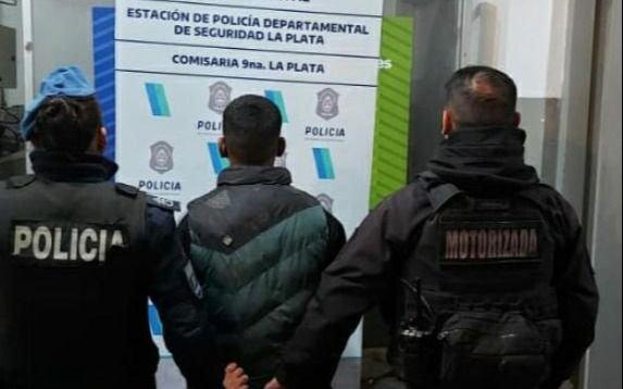 Motochorrode 14 años robó dos veces y cayó tras una persecución en Altos de San Lorenzo