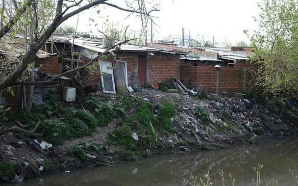 Informe revela que en el Gran La Plata más de 50.000 familias viven en 260 asentamientos