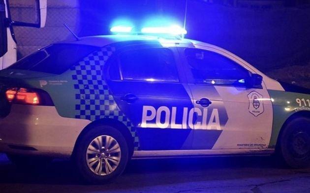Violento robo en Etcheverry: disparos, un herido y víctimas encerradas en el baño