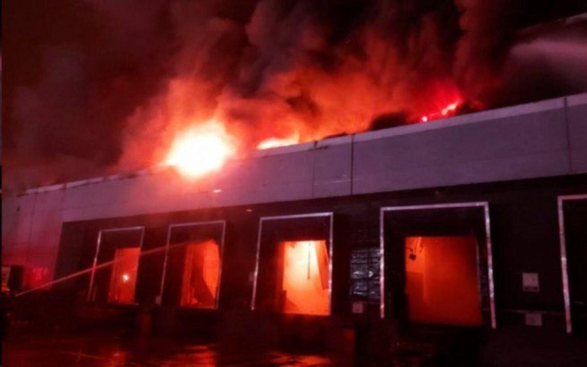 Arde una planta panificadora: trabajan 20 dotaciones de bomberos