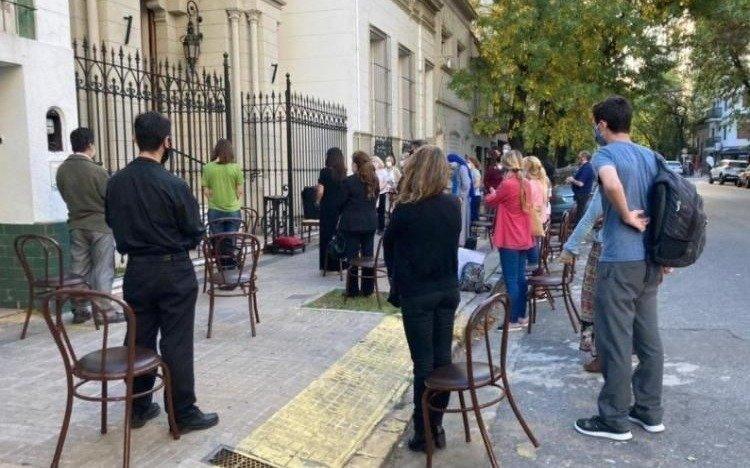 ¿Qué dijo la Provincia al pedido platense para ampliar el cupo en las misas al aire libre?
