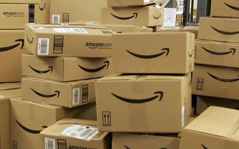 Desbaratan una red de 200.000 personas que publicaba reseñas falsas en Amazon a cambio de productos gratis