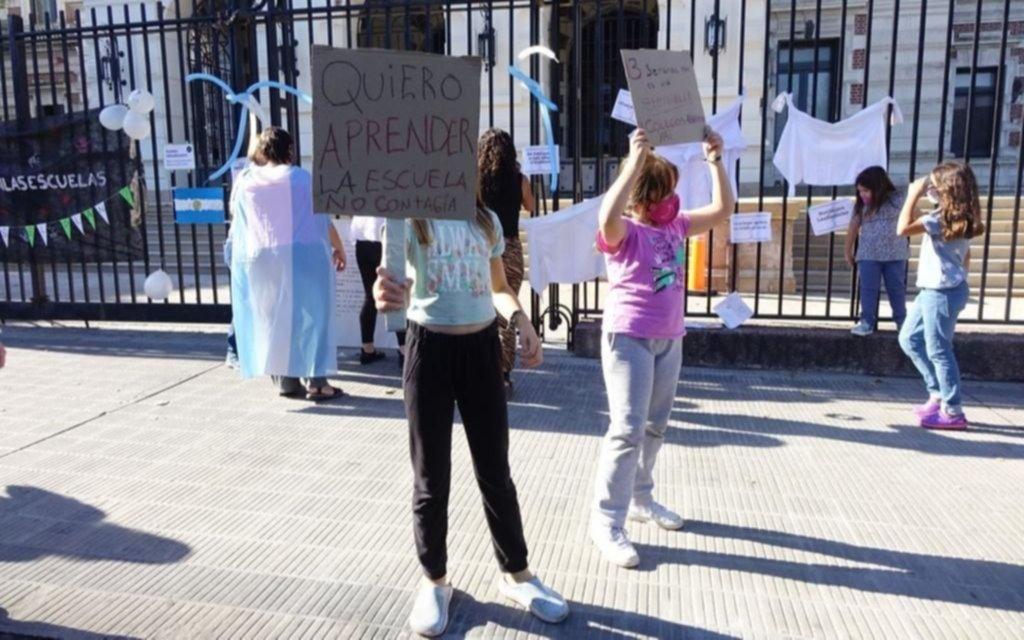Padres platenses convocan a una vigilia en Gobernación por la vuelta de clases presenciales