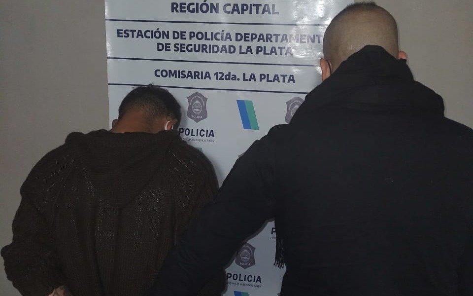 Se emborrachó y encerró a su pareja en el baño junto a sus dos hijos en Arturo Seguí