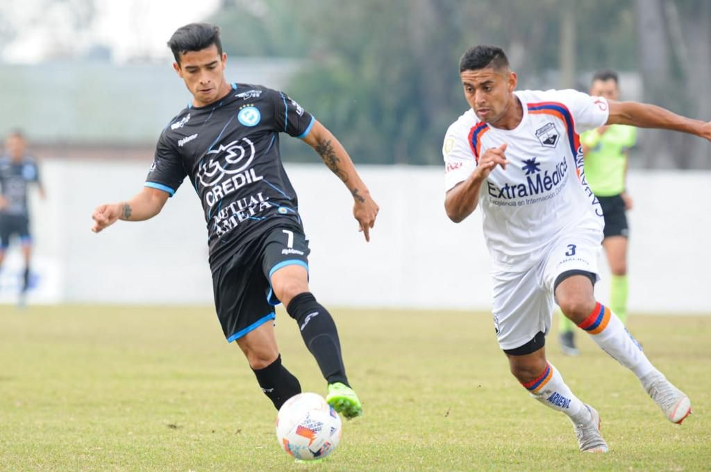 San Carlos, con el envión de la Copa Argentina, logró sumar el primer punto fuera de Berisso