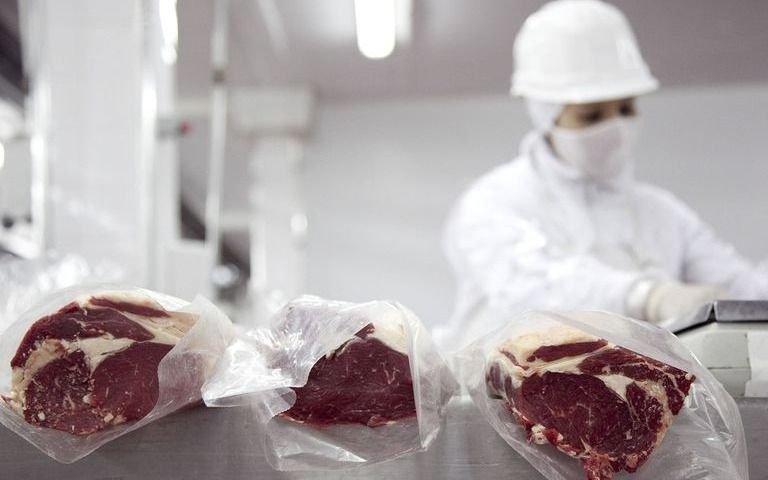 El campo anunció un paro y Alberto Fernández defendió la suspensión de las exportaciones de carne