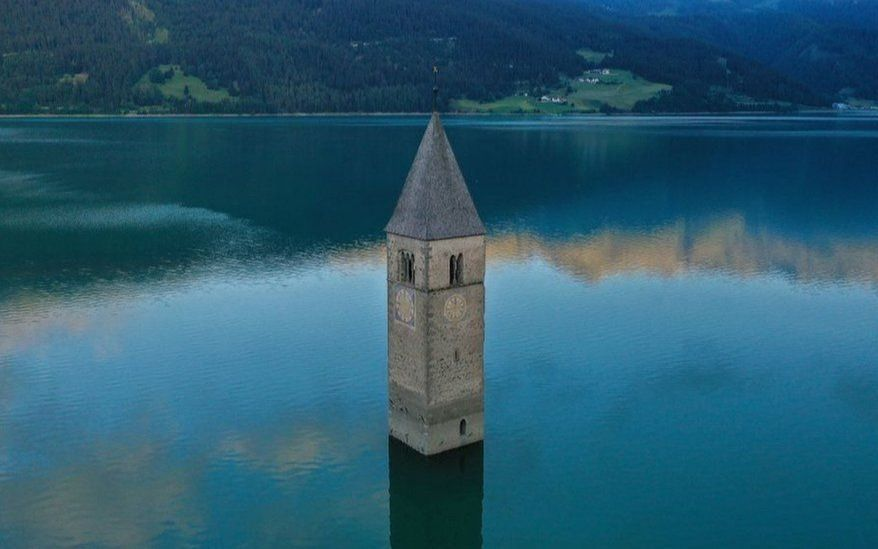 Impactante: pueblo perdido emerge de un lago italiano